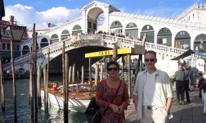 Ved Rialto-broen i Venezia