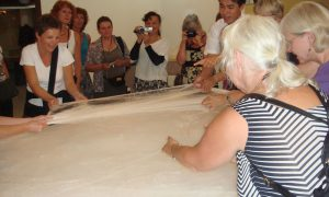 Lærer å lage silke i Kina